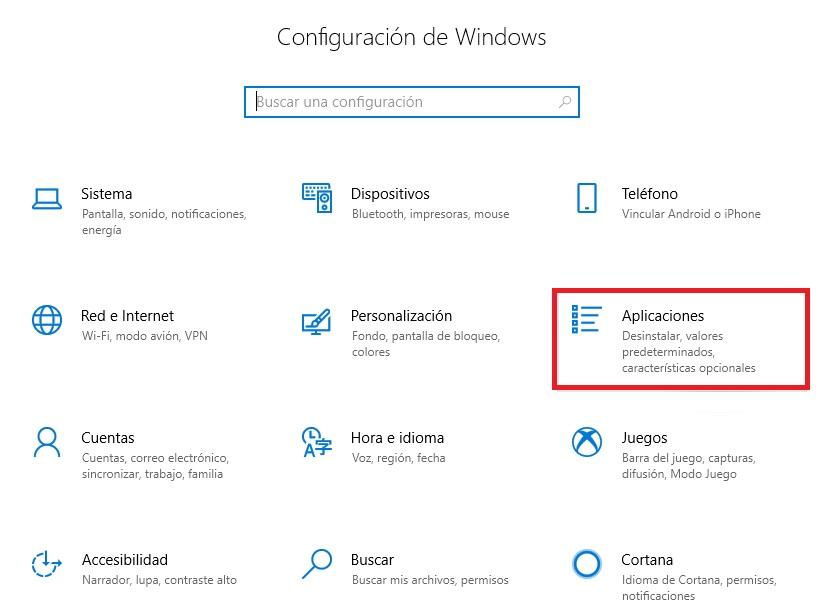 """Accedi alle applicazioni in Windows 10 """"larghezza ="""" 640 """"altezza ="""" 467 """"/> </p></noscript> <p> Per rimuovere un programma da Windows 10 <strong> usa sempre il suo programma di disinstallazione </strong>. Per fare ciò, accedere al menu Configurazione (premere il tasto Windows + I) e fare clic sull'opzione <strong> «Applicazioni» </strong>. Quindi verrà visualizzato un menu con tutti i programmi e le app installati sul tuo computer. Fare clic su quello che si desidera eliminare e fare clic sull'opzione <strong> «Disinstalla» </strong>. Se lo desideri, puoi anche scegliere di utilizzare alcuni software per disinstallare i programmi, in queste righe troverai un articolo con quelli che ci piacciono di più. </p> <p><!-- Start shortcoder --> </p> <p class="""