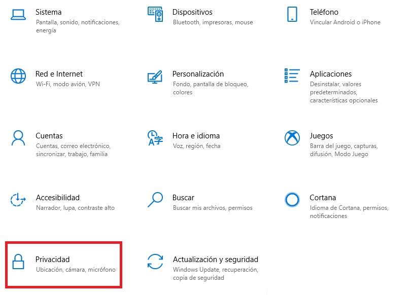 """Privacy Windows 10 """"width ="""" 600 """"height ="""" 429 """"/> </p></noscript> <p> Nella nuova finestra, clicca sull'opzione <strong> «Cronologia attività» </strong> che troverai nel menu a sinistra della finestra. Ora assicurati di deselezionare la casella <strong> """"Invia la mia cronologia attività a Microsoft"""" </strong>. In questo modo, il tuo team interromperà l'invio dei dati raccolti al cloud dell'azienda. </p> <p> <img   alt="""