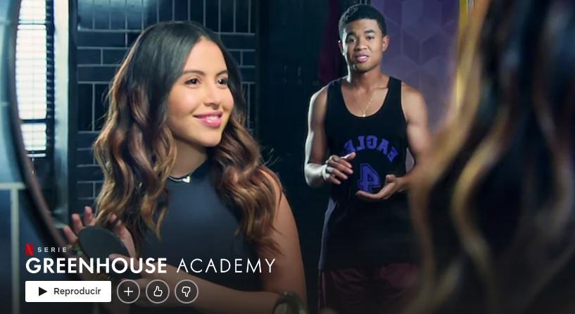 """The Greenhouse Academy """"larghezza ="""" 600 """"altezza ="""" 328 """"/> </p></noscript> <p> Ti piace <strong> teen dramas </strong>? E le storie misteriose? Adorerai la Green House Academy! In questa divertente serie di Netflix, seguirai la vita di un gruppo di giovani pazzi mentre studiano alla Greenhouse Academy. Lì dovranno combinare gli studi, i drammi e le storie d'amore della loro epoca con <strong> storie intriganti di misteri da risolvere </strong>. Perfetto se stai cercando una serie divertente e rilassata con cui puoi divertirti per ore e ore. </p> <p> <strong> GUARDA L'ACCADEMIA DELLA CASA VERDE SU NETFLIX </strong> </p> <h2> <strong> Una serie di disgrazie catastrofiche </strong> </h2> <p> <img   alt="""