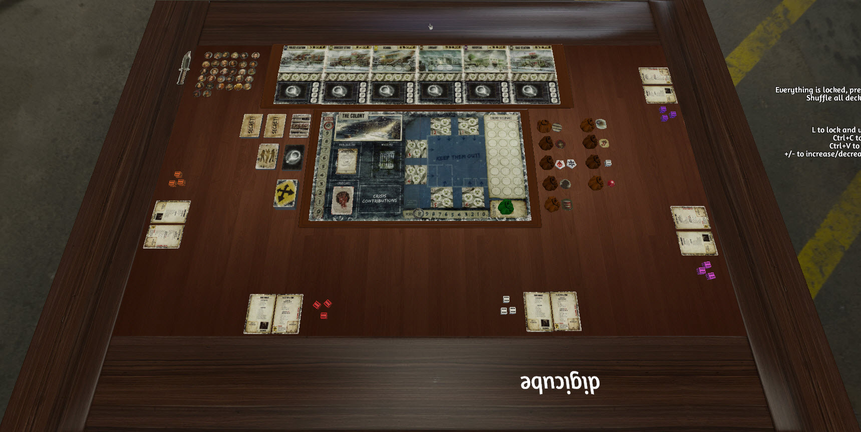 """Dead of Winter in Tabletop Simulator """"width ="""" 600 """"height ="""" 302 """"/> </p></noscript> <p> <strong> Dead of Winter </strong> ti porterà nel bel mezzo della <strong> pandemia di zombi </strong>. In questo popolare titolo <strong> semi-cooperativo </strong> dovrai unirti al tuo gruppo di amici per ottenere risorse, armi e, naturalmente, sopravvivere agli zombi. Ogni giocatore avrà un <strong> obiettivo nascosto </strong> per poter vincere, questo sarà segreto ed è fondamentale affinché i giochi siano i più divertenti. Ed è che sebbene alcuni degli obiettivi provino semplicemente a raccogliere oggetti e garantire la sopravvivenza del gruppo, altri implicano il tradimento della tua squadra, mettendoli in pericolo o addirittura uccidendoli quando meno se lo aspettano. Divertente. </p> <p> <strong> SCARICA DEAD OF WINTER DALLO STEAM WORKSHOP </strong> </p> <h3> <strong> Arkham Horror: The Card Game </strong> </h3> <p> <img   alt="""