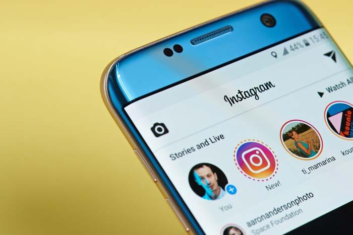 """Instagram """"width ="""" 600 """"height ="""" 400 """"/> </p></noscript> <p> <strong> Instagram </strong> è un social network nato con l'obiettivo di condividere momenti speciali e connettersi attraverso di essi. A differenza di altri social network simili, Instagram funziona tramite <strong> fotografie </strong> e <strong> video </strong>rendendolo una scommessa perfetta per gli amanti dei contenuti audiovisivi. </p> <p> Con un miliardo di utenti attivi su questa piattaforma, Instagram è uno dei social network più utilizzati al momento. Essendo un network molto visivo, Instagram è accompagnato da strumenti progettati per creare sempre l'immagine perfetta. In questo modo troveremo centinaia di divertenti filtri ed effetti con cui ottenere sempre la foto o il video che vogliamo. Oltre a tutto questo, Instagram ha un servizio di messaggistica e la possibilità di creare post temporanei o """"Storie"""". </p> <p> Se vuoi provare Instagram, puoi dare un'occhiata al loro sito web facendo clic <strong> qui </strong>. Avrai anche bisogno di <strong> per scaricare la loro applicazione </strong>puoi ottenerla rapidamente e in sicurezza sotto queste righe. </p> <p class="""