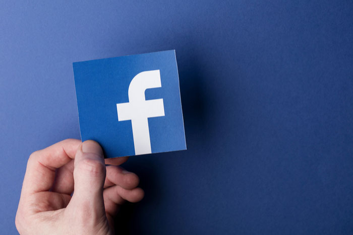 """Logo Facebook """"larghezza ="""" 600 """"altezza ="""" 400 """"/> </p></noscript> <p> Con <strong> più di un miliardo di utenti </strong>il social network di Mark Zuckerberg è incoronato come il più popolare e utilizzato in tutto il mondo. Ed è difficile trovare qualcuno che oggi non conosca Facebook o non abbia un account attivo in questo versatile social network. </p> <p> Facebook è un social network progettato per connettere amici e familiari con qualsiasi momento della tua vita o pensieri da condividere. Grazie al suo elevato numero di utenti, è molto facile trovare chi vuoi semplicemente facendo una semplice ricerca. È ideale anche per <strong> ricongiungersi con gli amici d'infanzia </strong> o per conoscere un po 'di più i tuoi colleghi, vicini o persone con cui intrattieni una cordiale amicizia.</p> <p> La popolarità di Facebook è tale che il social network consente anche di acquistare e vendere attraverso di esso, nonché di utilizzare il suo popolare servizio di messaggistica <strong> </strong>effettuare videochiamate o persino trasmettere video in diretta. Non per questo è considerato uno dei social network più versatili del momento. </p> <p> La creazione di un account Facebook è completamente gratuita, per questo devi semplicemente avere <strong> più di 14 anni </strong> e fare clic sul seguente <strong> link </strong>. Se lo desideri, puoi anche utilizzare la sua comoda app mobile <strong> </strong> con la quale puoi accedere sia a Facebook che al suo servizio di messaggistica, Messenger. Puoi eseguire il download in modo rapido e semplice in queste righe. </p> <p> <strong> Facebook </strong> </p> <p class="""