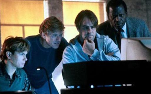 """Scarpe da ginnastica """"width ="""" 514 """"height ="""" 320 """"/> </p></noscript> <p> <strong> Los nosgones </strong> è un divertente film di intrighi dove non solo ci verrà mostrata la figura di <strong> hacker </strong> e il suo modo di recitare, ma lo farà con precisione e senza esagerare. </p> <p> Il film racconta la storia di <strong> Martin Bishop </strong> (Robert Redford), un genio dei computer <strong> </strong> e hacker che guida un gruppo investigativo privato. Questo è peculiare, poiché consiste in una spia, un fuggitivo, un ladro, un hacker e un istruttore di volo. </p> <p> Il film inizia quando questo gruppo eterogeneo è costretto <strong> a lavorare per un'agenzia segreta </strong> e viene accusato di aver rubato una scatola nera. Mistero, inganni, tradimenti … i ficcanaso hanno tutto per tenerti incollato al divano per tutto il film.</p> <h2> <strong> Tron </strong> </h2> <p> <img  title="""